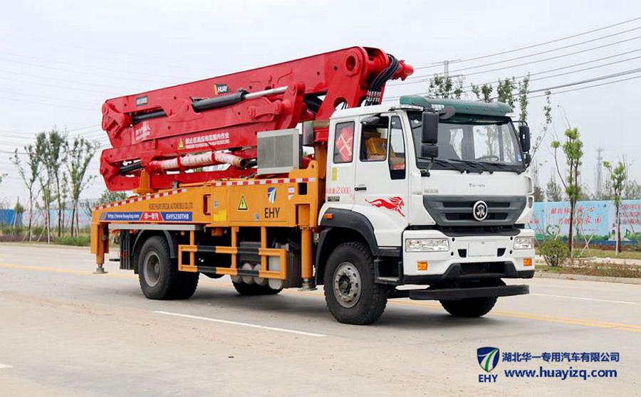 37米重汽斯太尔EHY5230THB型混凝土泵车