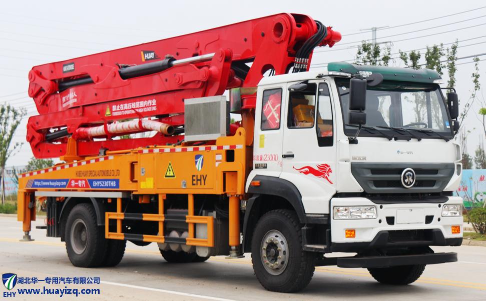 37米重汽斯太尔小型混凝土臂架泵车(德国曼310马力)