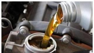 保养汽车时,机油加多了会怎样?别再不懂装懂了
